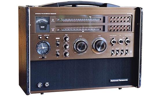 松下電器産業 BCLラジオ「RF-8000」