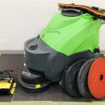 蔵王産業の自動床洗浄機